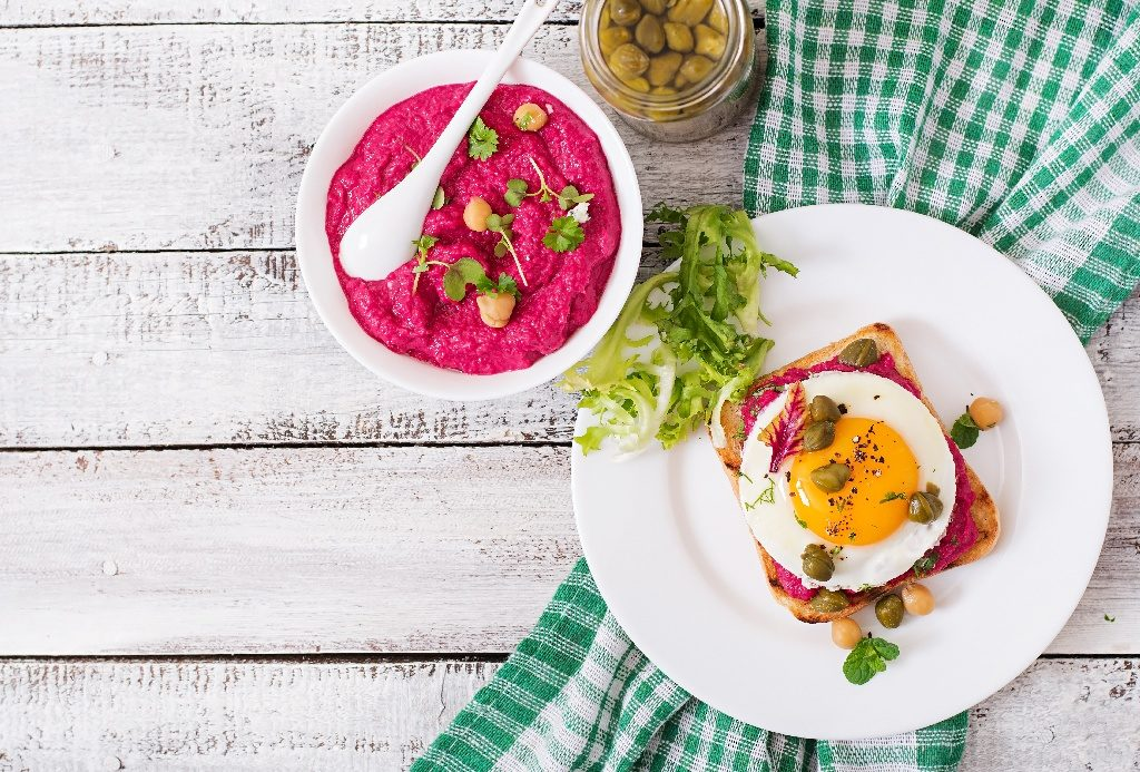 Sandwiches Beet Hummus, Capers And Egg